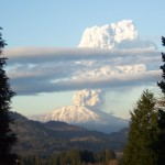 Mt_St_Helens_Eruption_March_8,_2005[1]